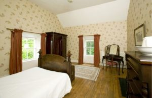 Clomantagh Castle -  Gallery Bedroom2